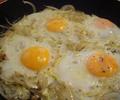 Яйца върху лук